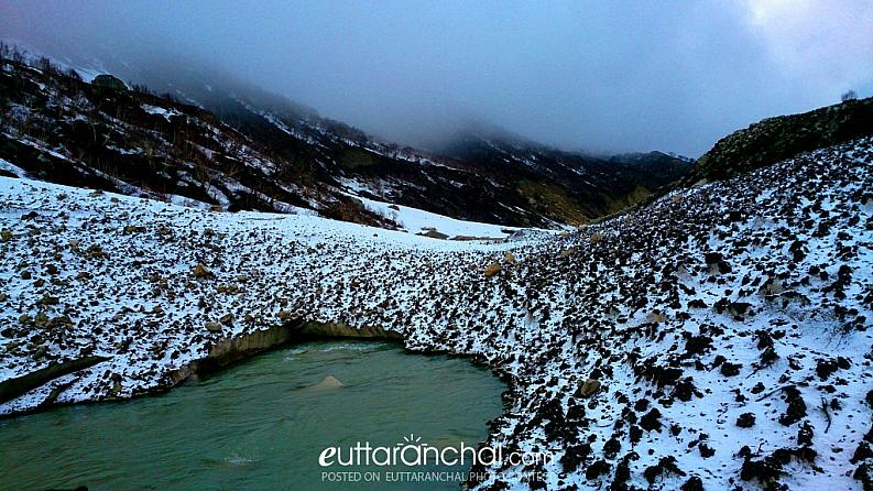 Snow bridge at Bhagirathi