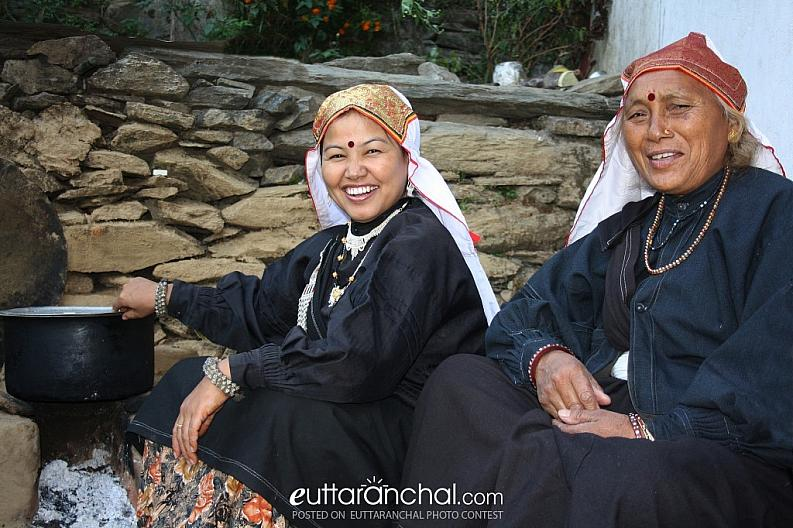 Beautiful Garhwali ladies cooking food for their family.