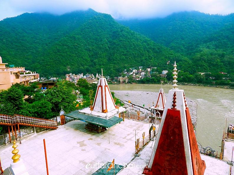 Temples add beauty to Himalayas