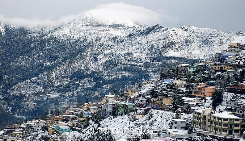 SNOWFALL IN MOUNTAINS