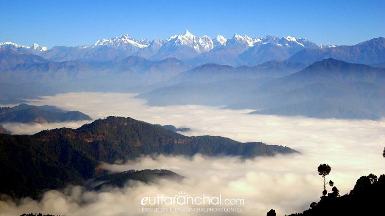 himalayan range coverd with fog