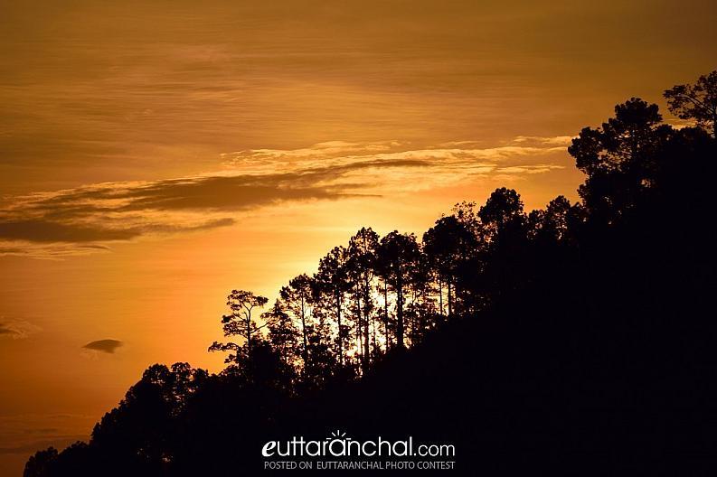 A golden sunrise at kausani