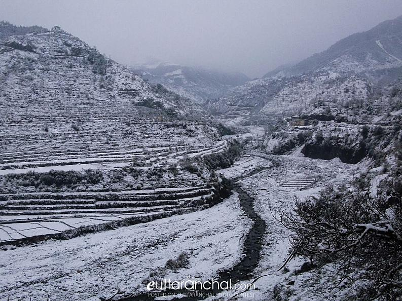 aglad river valley covered with snow