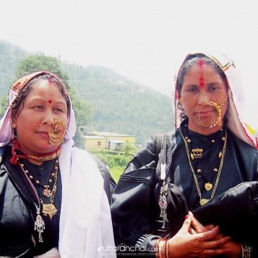 Sanskriti jo hame aj bhi apno se jode hai