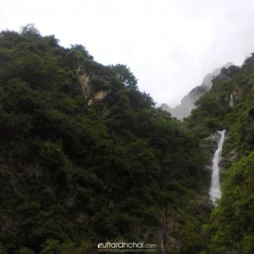Beautiful Waterfall On The Way of Kedarnath
