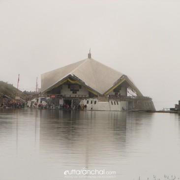 Hemkund Sahib and Lake
