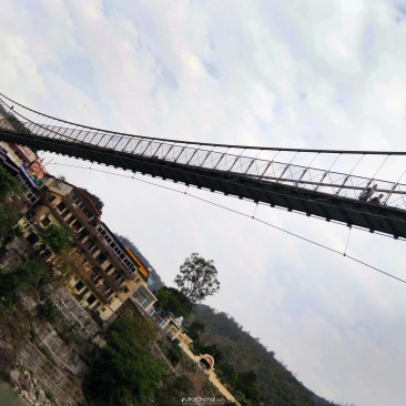 The mightly Laxman Jhula