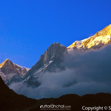 Sunset at snow covered Kedar and Kedar dome peaks l